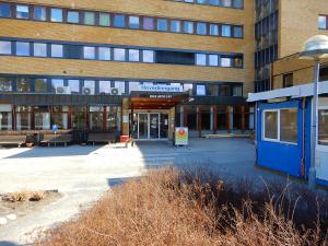 Koronautbrudd på Ringerike sykehus utredes – fire ansatte smittet