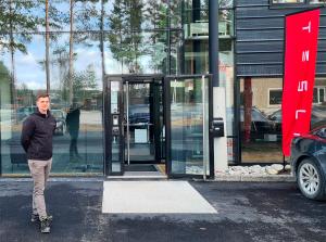Tesla åpner servicesenter i Hønefoss