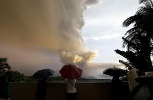 Vulkanutbrudd på Filippinene – flyplassen i Manila stengt