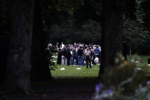 Politiet i Oslo fortviler over ungdom som ikke vil holde avstand: Ber kommunen rydde opp i festingen