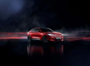 Ford Mustang Mach-E er her - SUV med lang rekkevidde, firehjulstrekk og attraktiv pris