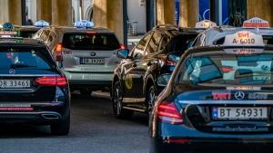 Norges Taxiforbund ber om at taxisjåfører blir prioritert i vaksinekøen