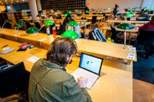 Bare halvparten av norske studenter føler seg godt forberedt på arbeidslivet